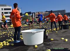 Sponge invasion (myphotomailbox) Tags: rotterdam netherlands outdoor marathon people running runner groupshot spons sponge badeschwamm esponja éponge span 海绵 ספוג губкидляпосуды burete gąbka 海綿 äktatvättsvamp kempinė