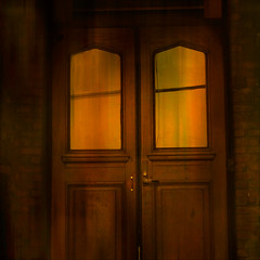 "faux glow (msdonnalee) Tags: door doubledoor porte puerta entrance entrada porta portal tür woodendoor glow interiorglow digitalfx artdigital ""exoticimage"""