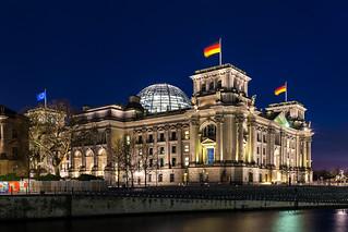 Reichstagsgebäude bei Nacht, Berlin-Mitte