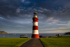Smeaton's Tower cloudscape (snowyturner) Tags: lighthouse plymouth hoe lawn clouds sound sea coast landscape evening