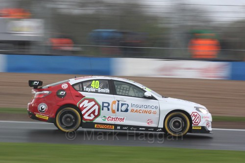 Árón Taylor-Smith in race three at the British Touring Car Championship 2017 at Donington Park