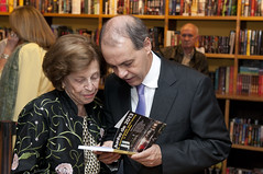 """Integrantes do Espaço Democrático lançam livro sobre manifestações de 2013 • <a style=""""font-size:0.8em;"""" href=""""http://www.flickr.com/photos/60774784@N04/14982522983/"""" target=""""_blank"""">View on Flickr</a>"""