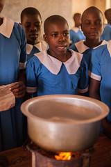 Handwashing in practice | Kenya (ReinierVanOorsouw) Tags: school kids kid education classroom kenya class health wash kenia hygiene ngo sanitation kakamega kenyai kisumu beyondborders gezondheid qunia  simavi   beyondbordersmedia beyondbordersutrecht sanitatie ngoproject