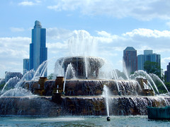"Buckingham Fountain at daytime • <a style=""font-size:0.8em;"" href=""http://www.flickr.com/photos/34843984@N07/15354359260/"" target=""_blank"">View on Flickr</a>"