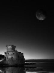 Moon light (Ske') Tags: rapallo olympus bn ske oly soloreflex emd10