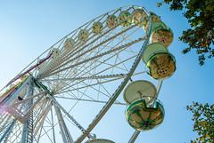 Ferris Wheel (Maria Galetta) Tags: blue sky berlin fun himmel carousel cielo ferriswheel blau riesenrad ruota ruotapanoramica panoramicwheel