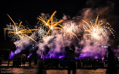 (Ziad Hunesh) Tags: people night canon happy photographer firework qatar katara عيد 650d أضحى zhunesh