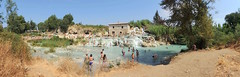 Terme di Saturnia Thermalwasserflle - Gesamtansicht (Norbert H. Auer) Tags: italien italy waterfall italia wasserfall waterfalls tuscany toscana saturnia hotsprings thermen toskana terme therme wasserflle thermalspring thermalquelle thermalquellen heisequellen cascatedelmulino termedisaturniathermalwasserflle thermalwasserfall naturbelassenethermalquellen naturalfinishedhotsprings