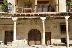 Plaza Mayor (vcastelo) Tags: plaza espaa spain mayor pueblo medieval segovia villa len pedraza castilla columnas soportales amurallada
