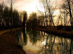 Reflejos del alma (Jesus_l) Tags: espaa europa valladolid medinaderioseco canaldecastilla jesusl