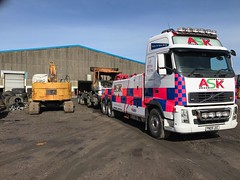 Volvo FH13 Recovering Burntout 8 Wheeler Grab 1 (JAMES2039) Tags: volvo tow towtruck truck lorry wrecker heavy underlift heavyunderlift 8wheeler 6wheeler frontsuspend daf 85 95 tipper grab iveco cardiff rescue breakdown ask askrecovery recovery fh13 pn09juc pn09 juc burntout fire damage pontlottyn