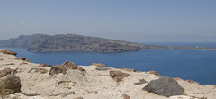 Santorini - Oia - Thirasia (Vjekoslav1) Tags: santorini thera thira oia volcano vulkan caldera kaldera sea aegean aegeansea minoian greece grčka europa europe more sredozemlje mediteranean blue modro plavo view pogled thirasia caste ruin