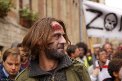 Scared (Red Cathedral uses albums) Tags: sonyalpha a77markii a77 mkii eventcoverage cosplay alpha sony larp sonyslta77ii slt evf translucentmirrortechnology ocr redcathedral contemporaryart streetphotography belgium alittlebitofcommonsenseisagoodthing brussels bruxellesmabelle brusselsinternationalfestivaloffantasticfilm zombie zombiewalk zombieparade zombifffparade bifff undead thewalkingdead twd blood gore horror