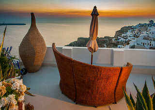 Santorini: Please sit down and enjoy the Show