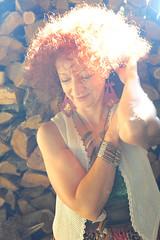DSC_8521 (dina.elle) Tags: modella posa gioco io me novembre sole braccialetto riccioli capelli ricci capellirossi donna woman sensuality occhi country femminilità