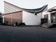 (frollein2007) Tags: rostock warnemünde ulrich müther mv mecklenburgvorpommern beton betonschalentragwerke architektur osten ostdeutschland 197071 katholische kirche häkteweg hyperbolisches schalendach kloster