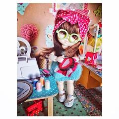 E a Grape ta no ateli da casa de boneca fazendo quadrinhos bastidores... Muito prendada essa menina! (Teka e Fabi) Tags: square squareformat hudson iphoneography instagramapp uploaded:by=instagram