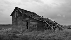Ghost House (Chris Lakoduk) Tags: oldhouse abandonedhouse ghosthouse oldfarmhouse oldhome forgottenplaces landscapephotography 100yearoldhouse losthome earlyamericanhouse oldfarmhome forgottenhomes earlyamericanhome deterioratingplaces