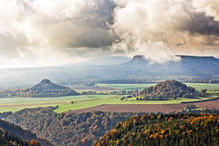 zirkelstein&kaiserkrone // saxon switzerland (Das halbrunde Zimmer) Tags: wood cloud mountains nature fog canon germany deutschland nebel herbst natur german idyll autumm elbsandsteingebirge naturepoetry nationalparkschsischeschweiz schsischbhmischeschweiz saxonczechswitzerland