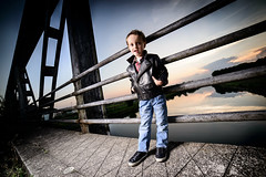 Strobist on the bridge (Sylvain_Latouche) Tags: bridge boy cactus water evening nikon child flash alix d800 samyang strobist sylvainlatouche rf60 cactusv6