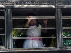 Se va la niña (Fotos de mis viajes por aquí y por allá) Tags: america central niña nicaragua autobus isla colectivo ometepe pensativa centoramerica