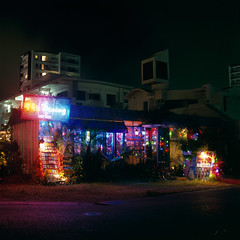 (akira ASKR) Tags: night okinawa 沖縄 provia100f chatan 夜 hasselblad500cm rdpiii 北谷町 planarcf80mm 201418 龍sdining