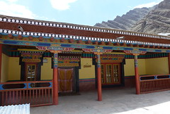 Hemis Monastery Courtyard detail (twiga269  FEMEN #JeSuisCharlie) Tags: india mountain hat yellow statue festival montagne buddha buddhist monk buddhism climbing monastery mountaineering lama kashmir 14th himalaya montaa leh jk ascension thikse ladakh monastre jammu dalai alpinisme gompa bouddhisme hemis alpinism montaismo shey moine maitreya gelugpa thiksay twiga269
