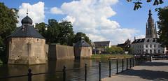 Breda - Spanjaardsgat (Grotevriendelijkereus) Tags: holland tower netherlands wall canal gate toren nederland kanaal fortification breda moat fortress brabant poort gracht muur vesting fortificatie