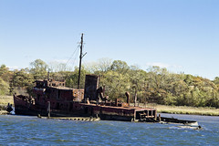 r_141019484_circum_a (Mitch Waxman) Tags: newyorkcity abandoned tugboat newyorkharbor arthurkill workingharborcommittee statenislandcircumnavigation