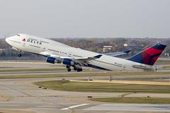 MSP N669US (Skeeter Photo) Tags: airplane aviation msp whale boeing jumbojet spotting 747400 kmsp b744 minneapolisstpaulinternationalairport mspairport 747451 n669us queenoftheskies dal121 skeeterphoto