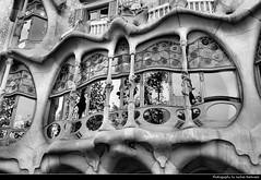 Casa Batlló, Barcelona, Spain (JH_1982) Tags: casa batlló eixample antonio gaudi gaudí historic landmark building architecture window windows unesco world heritage site batllo 巴特略之家 カサ・バトリョ 카사 바트요 дом бальо कासा बातिओ modernisme art nouveau jugendstil black white bw grey monochrome barcelona barcelone barcellona 巴塞罗那 バルセロナ 바르셀로나 барселона catalonia spain espana spanien españa espagne spagna 西班牙 スペイン 스페인 испания