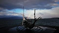Huy la que se avecina (enrique1959 -) Tags: martesdenubes martes nubes nwn islandia isla reikiavic europa barco vikingo barcovikingo