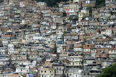 "Favela mit ""Komfort"" / ""con conforto"" (Feinblick) Tags: favela rio riodejaneiro aufzug zahnradbahn brasilien"