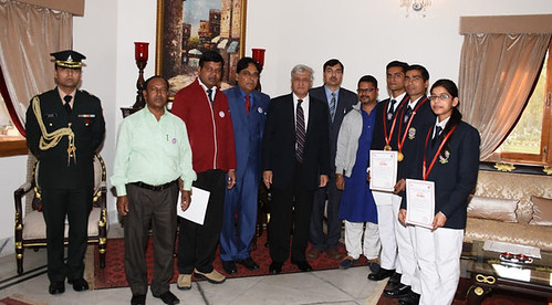 The Governor honored the Coordinator and the volunteers of DSVV