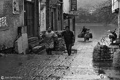 16-03-22 China (276) Guilin R01 BN (Nikobo3) Tags: asia china guilin rural social río agua people gentes culturas bn bw travel viajes nikon nikond800 d800 nikon247028 nikobo joségarcíacobo flickrtravelaward ngc paisajes