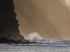Strong waves, North shore, Ke'e's Beach, Na Pali coast (Tatiana12) Tags: 2017 kauai hawaii napalicoast shore waves mountain mist bestofhawaii