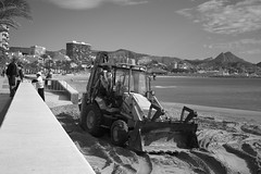 men at work? (pepe amestoy) Tags: blackandwhite streetphotography people elcampello spain fujifilm xe1 voigtländer color skopar 2535 vm leica m mount