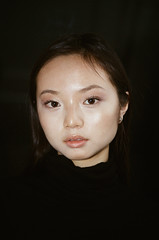 tina (cananaleon) Tags: garota chinese pessoas retrato flash minolta analog girlsonfilm