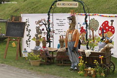 Easter decoration in Gebersreuth (GerWi) Tags: eastern bunnies bunny hasen dekoration ostern