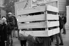 La dfense des arts de rue (A.Fauth) Tags: street city people blackandwhite paris france art rain costume nikon theatre streetphotography photojournalism strike reportage d610 journalisme