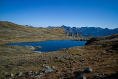 Wildmad . Glarus (Toni_V) Tags: blue autumn lake landscape schweiz switzerland see suisse hiking 28mm herbst rangefinder svizzera mountainlake bergsee 141004 glarus wanderung m9 2014 glarnerland elmaritm ©toniv wildmad leicam9 l1018912 elmwildmadfurggeliberglimattseeseebödelischwanden wildmaad