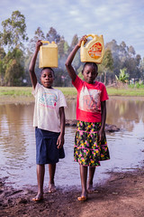 At the water point | Kenya (ReinierVanOorsouw) Tags: kenya health wash kenia hygiene ngo sanitation kakamega kenyai kisumu beyondborders gezondheid qunia  simavi   beyondbordersmedia beyondbordersutrecht sanitatie ngoproject