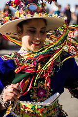 Mil Tambores (Audentis fortuna iuvat.) Tags: chile colour colors girl smile festival canon happy valparaiso dance happiness enjoy valpo pasacalles miltambores canonchile