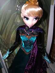 Limited Edition 17'' Coronation Elsa (myuoi) Tags: march frozen disney 17 walt limited edition elsa coronation
