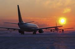 Winter Sunrise (Rudy Chiarello) Tags: morning winter sun snow weather sunrise airport aircraft aviation airlines airliners chiarello continentalairlines taxiing boeing737 rudychiarello