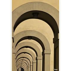 Repetition (horstmall) Tags: summer florence arch sommer gang arc medieval tuscany repetition firenze portal toscana été palazzo pitti middleages renaissance medici florenz toskana bogen uffici mittelalter durchgang uffizien fluchtpunkt mediale neuzeit horstmall schachtelung