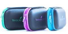 10oilcase3of_silo_CA_01 (Young Living Essential Oils) Tags: blue green us fuchsia case silo spanish essential oil accessories oils speaking 5280 5281 5282 holidaycatalog ussp photodp canadalabel younglivingessentialoilsllc 10oil 10oilcase 10oilcasegreen 10oilcaseblue 10oilcasefuchsia