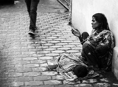 20140922-L1003554111222 (Dennis Wu6) Tags: street leica nepal 2 bw photography singapore 14 rangefinder tibet kathmandu 50 35 旅行 黑白 小印度 duba m9 人文 西藏 布达拉宫 街拍 尼泊尔 加德满都 博卡拉 大昭寺 新加坡 金沙 pokhra summcrion