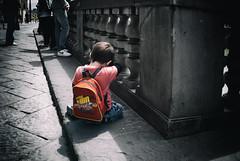 turistino stancherrimo (g_u) Tags: people florence gente persone firenze gu ugo bambino lungarnodegliarchibusieri