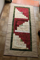 Trilho de mesa (ceciliamezzomo) Tags: red kitchen de table log cabin handmade vermelho ric patchwork runner mesa rac cozinha trilho